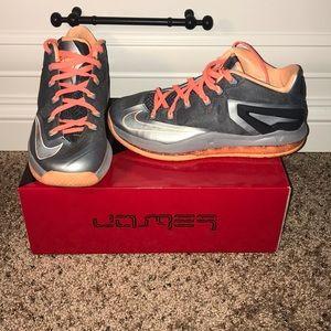 Nike Lebron James 11 low (Cool Grey/Citrus Orange)